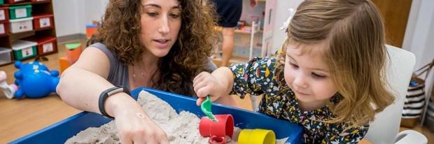 Child examines doctor